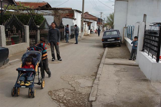 Алармантно – Секоја петта бремена Ромка во Македонија е малолетничка!