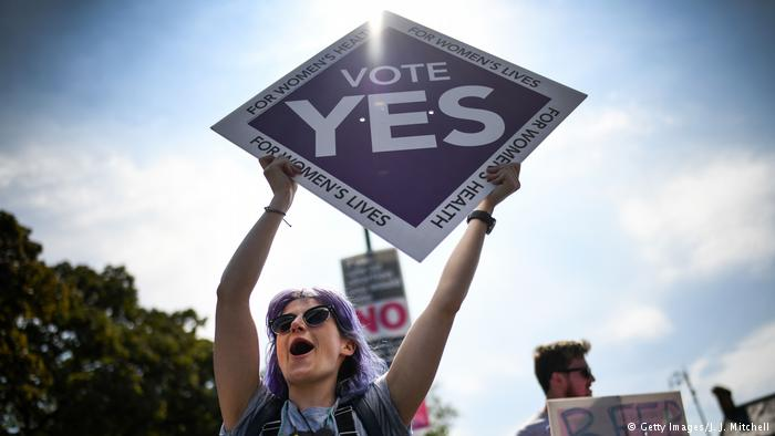 По 35 години со строги закони, Ирците изгласаа легализација на абортусот!