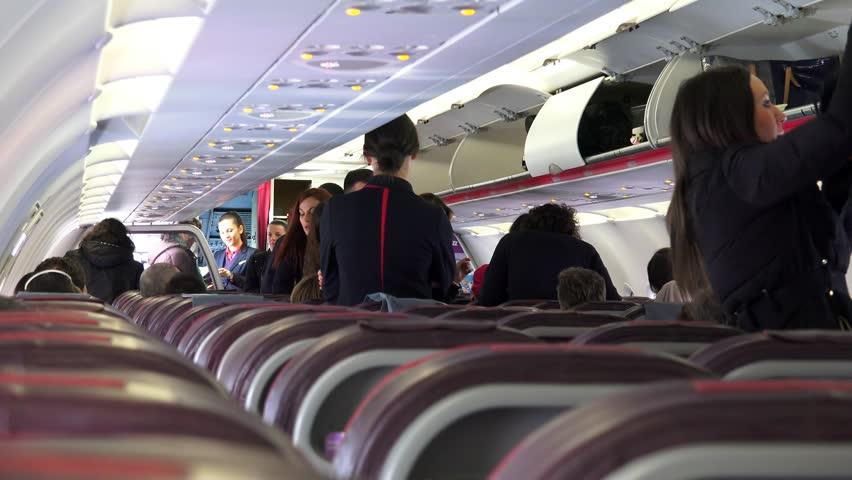 Стјуард во Wizz air завршил во Градската болница – Сериозно се повредил при слетување на авионот на аеродромот во Скопје