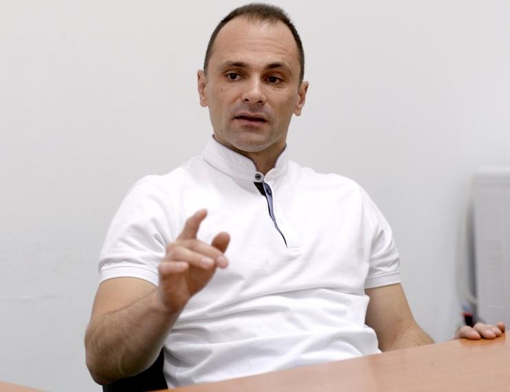 Доктори бегаат од земјата, Филипче со најави за поголеми плати планира да ги задржи во земјата – Како тргнало ќе нема кој да ги лекува граѓаните!