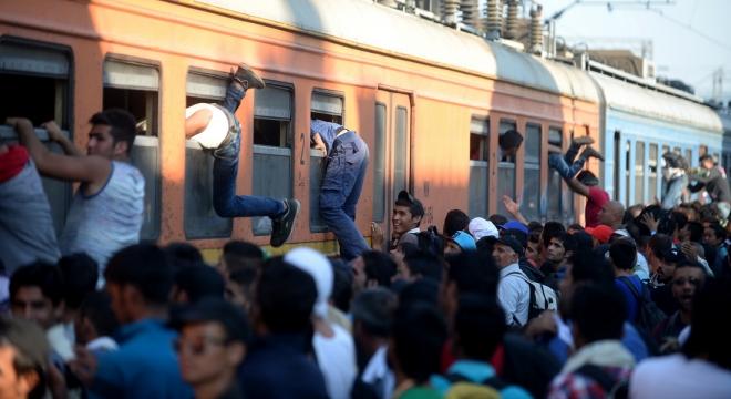 Мигрантите редовно влегуваат во државата. Спасовски: Нема простор за паника, Царовска молчи!
