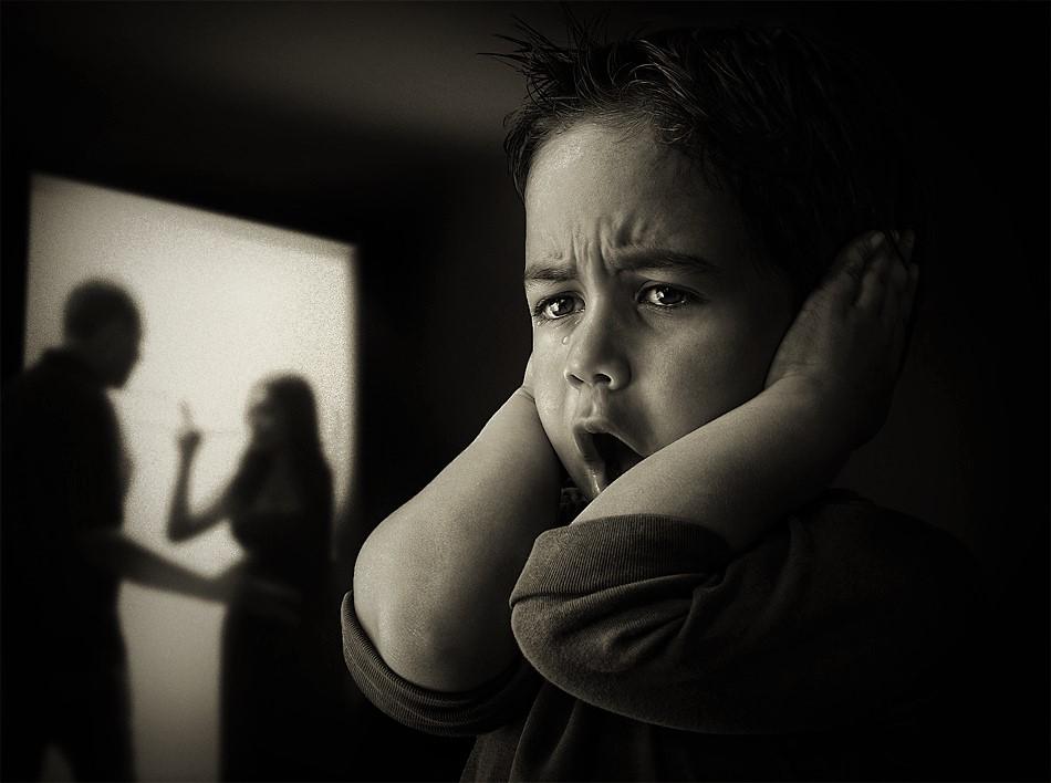 Семејното насилство е во пораст, причините се и дома и во општеството, актуелната политика има исто влијание!