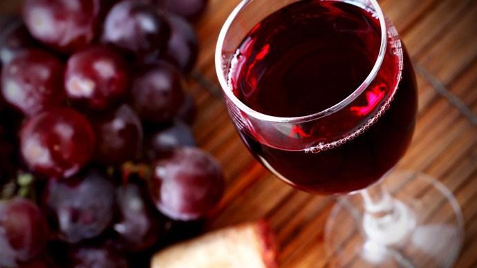 Истражување покажува дека црвеното вино е важно колку и редовното вежбање за долг живот