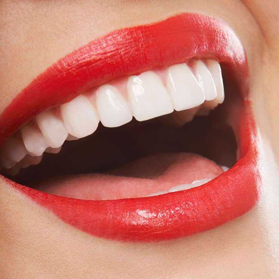 """""""Шкрпењето"""" повеќе ги оштетува забите од џвакањето"""