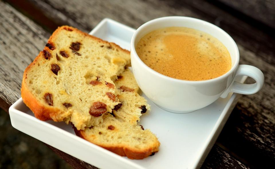 Зошто не треба да пиете кафе на празен стомак?