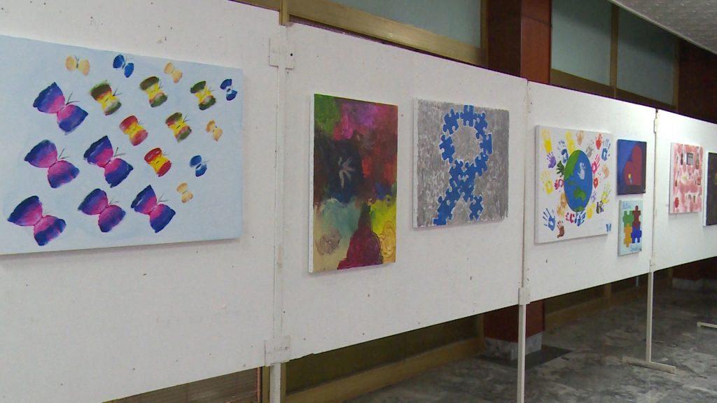 Во културниот дом во Тетово се одржа изложба на слики изработени од деца со Аутизам