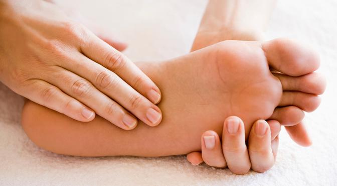 4 едноставни трикови за ублажување на болката во стапалата