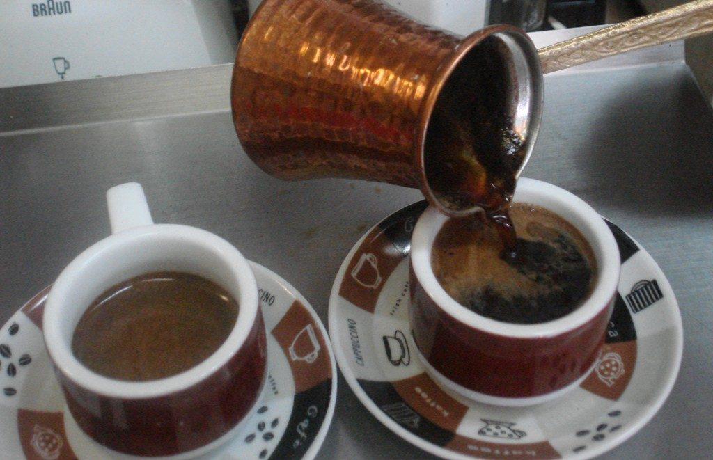 Конечно откриено: Зошто кафето ги држи будни едни, а кај други не дејствува