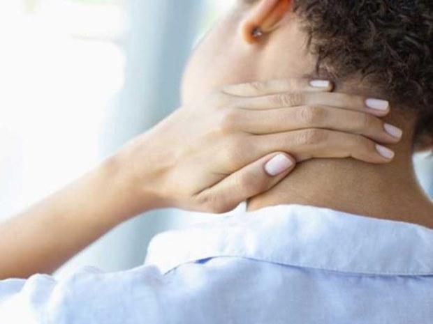 Супер начин на кој можете да се ослободите од болката во вратот
