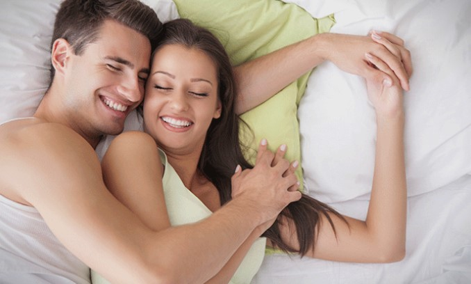 Редовниот секс ве прави попаметни, помлади, посреќни