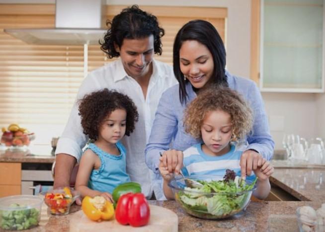 Експерт за фитнес и нутриционизам советува: Како да ги храните децата поздраво?