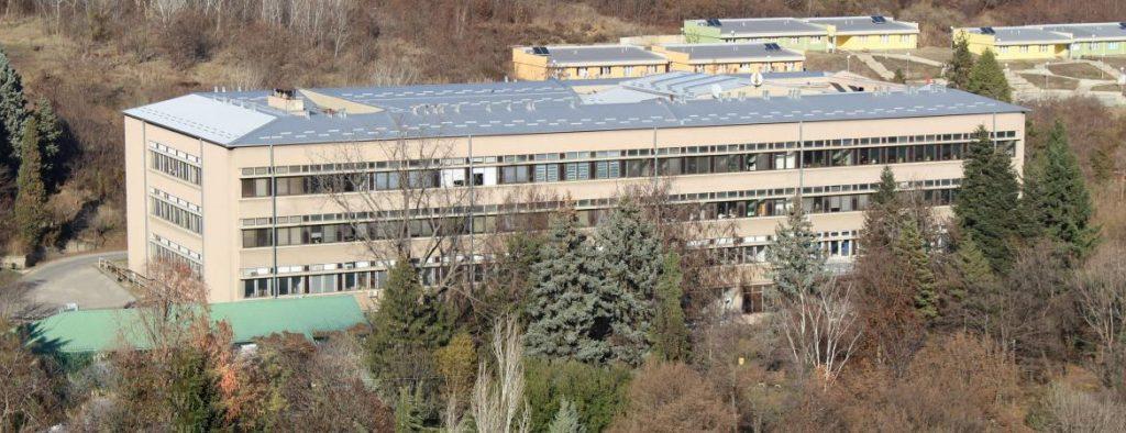 Институтот за хемија на ПМФ оставен без основни услови за работа, но и без наставен кадар