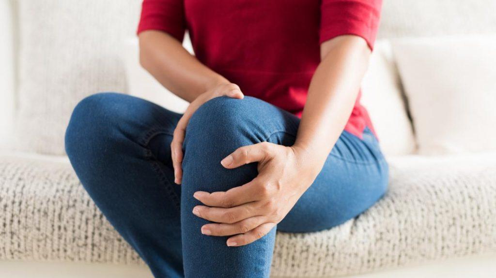 Како да се справите со синдромот на немирни нозе?