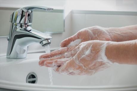 Новиот коронавирус може да живее на површини 2-3 дена – еве како да го исчистите
