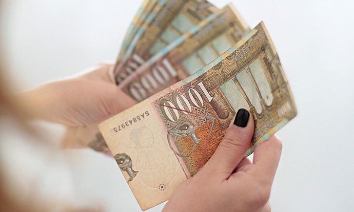 Дојде живот: Ништо од ветените 500 евра- За само еден месец платите паднаа за 800 денари