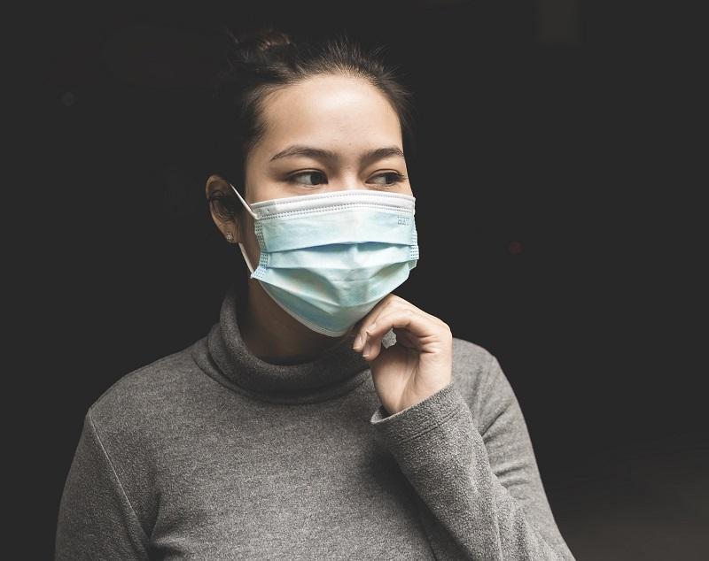 Најново истражување: Дали хируршките маски го намалуваат ширењето на коронавирусот?