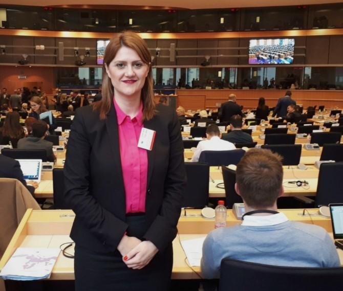 Стаменковска Стојковски: Уште на првиот работен ден илјадници животи на вработените во јавниот сектор се доведени во ризик