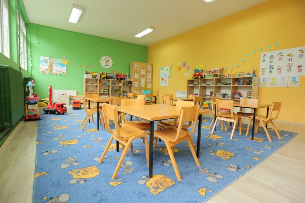 Коронавирусот досега зарази 80 деца и вработени во градинка, а 400 се во изолација