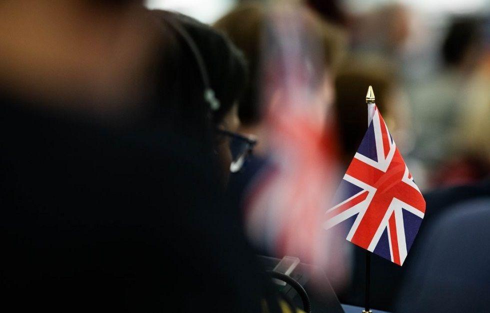 Професор од Британија тврди дека децата на возраст од 12 до 15 години се најкритични во пренесувањето на Ковид-19