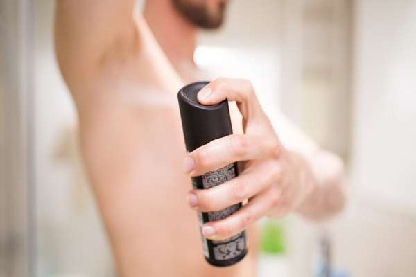 Спречете го потењето со правилно користење на дезодоранс!