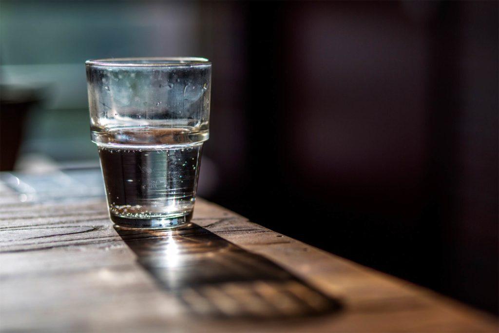 Дали пиете топла или ладна вода? Разликата е голема и не се однесува само на варењето
