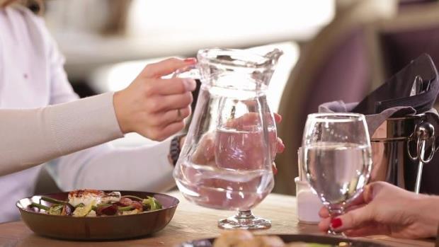 Дали е поздраво да пиете вода пред, за време или по оброците?