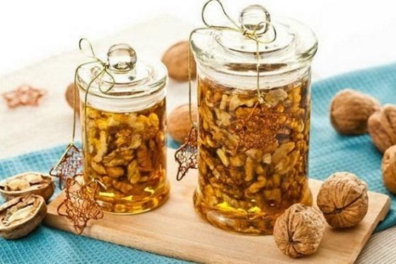 Мед и ореви во тегла – од што сè ќе ве заштитат оваа зима?