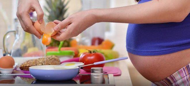 Зошто бремените жени треба редовно да јадат јајца?