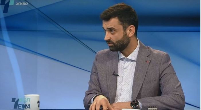 Директорот на ИЈЗ-Скопје вели нема да се отворат границите, а Заев бара избори